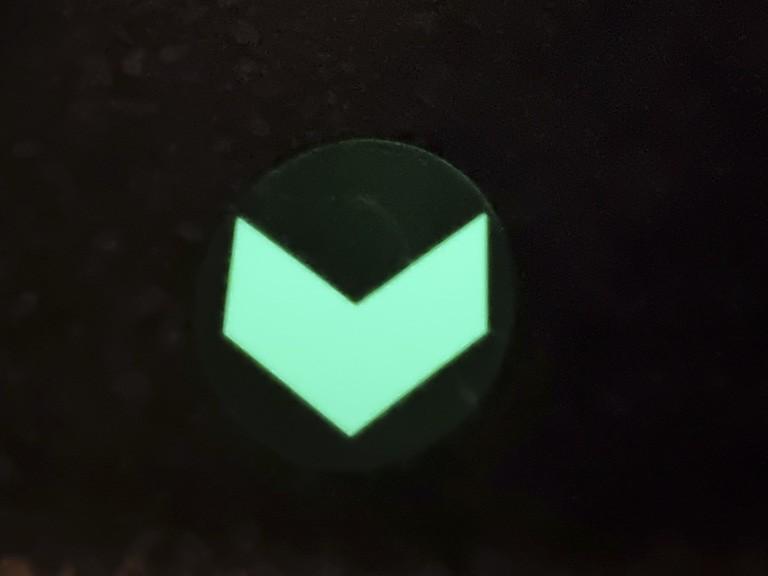 Evakuacine-rodykle-grindims-fotoliuminescencine-tamsoje